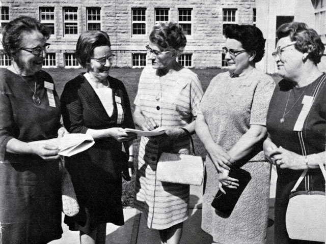 First AFÉAS executive authority made up of Mesdames Hervé Bélanger, Germaine Goudreault, Bibiane Laliberté, Azilda Marchand and Mrs. Donat Mayrand