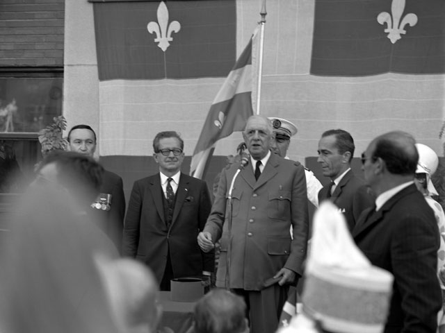 General de Gaulle stopping in Trois-Rivières, where he makes a speech
